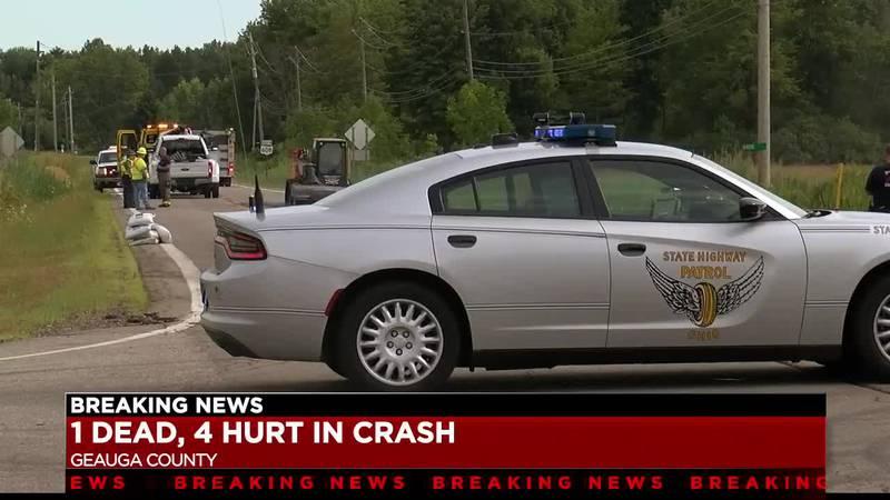 1 dead, 4 taken to hospital after car crash in Claridon Township