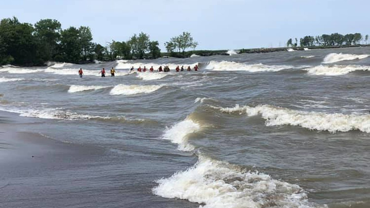 Coast Guard searching for 19-year-old man missing in waters off Nickel Plate Beach in Huron