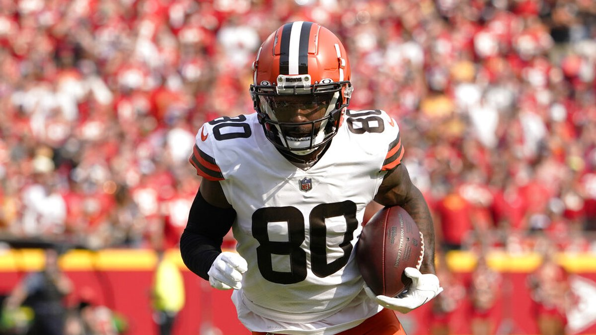 Cleveland Browns wide receiver Jarvis Landry runs for a touchdown against the Kansas City...