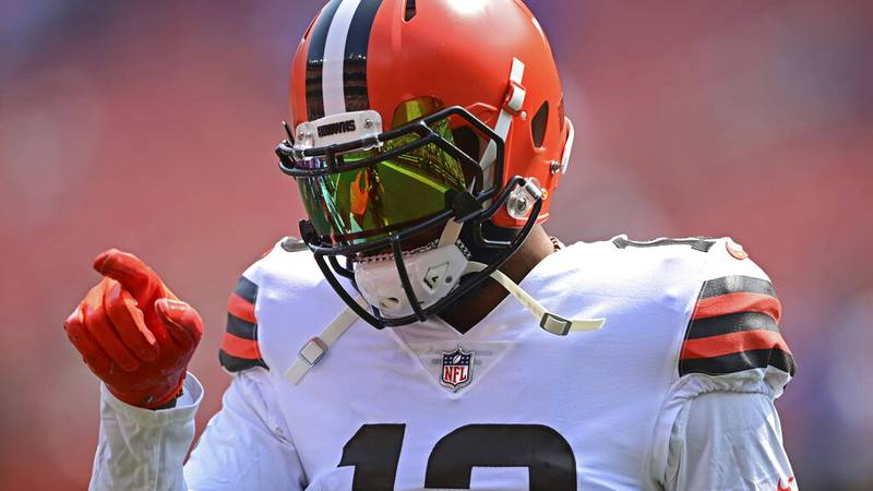 Cleveland Browns wide receiver Odell Beckham Jr. warms up before an NFL football game against...