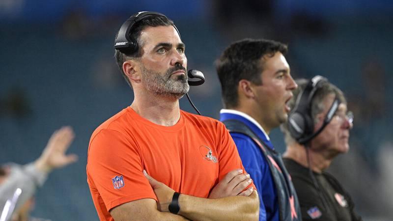 Cleveland Browns head coach Kevin Stefanski, left, during the second half of an NFL preseason...