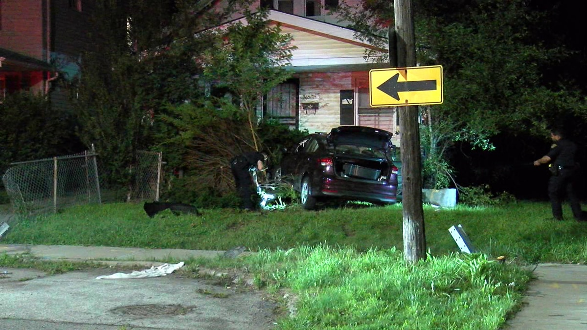Driver crashes into house on Cleveland's east side