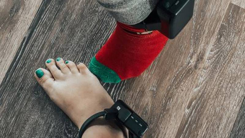 A Hardin County couple has been forced to wear ankle monitors for refusing to sign a form...