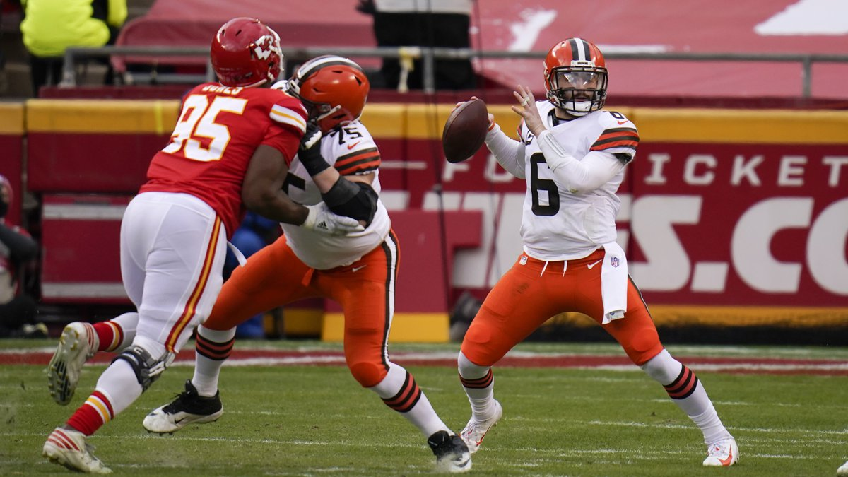 Cleveland Browns quarterback Baker Mayfield (6) throws a pass during the first half of an NFL...