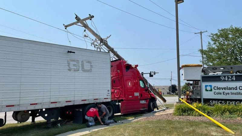 Streetsboro semi-truck driver with BAC 5 times over legal limit crashes into pole