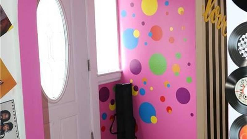 Bedroom or selfie studio? The 'Selfie House' in North Collinwood could be yours