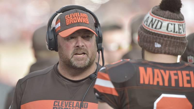 Cleveland Browns offensive coordinator Freddie Kitchens talks to quarterback Baker Mayfield...