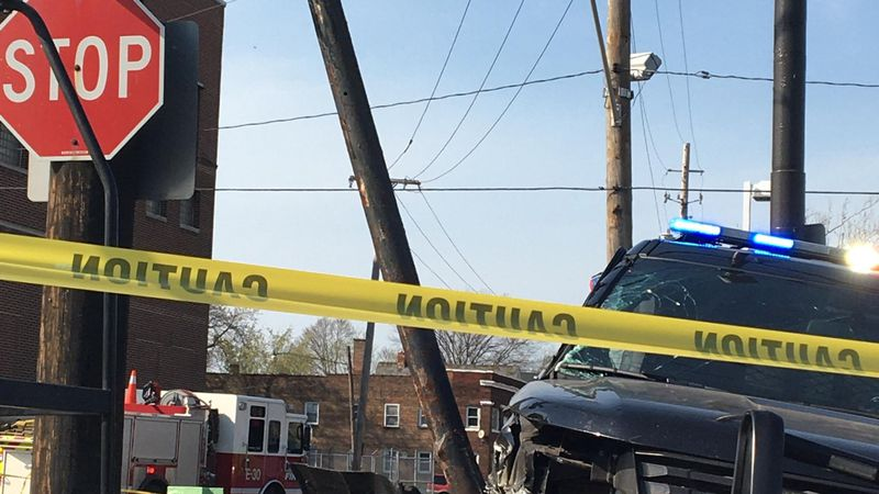 ECPD chase ends in crash in Cleveland
