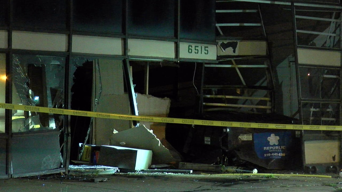 Driver crashes into building in Cleveland, drives away