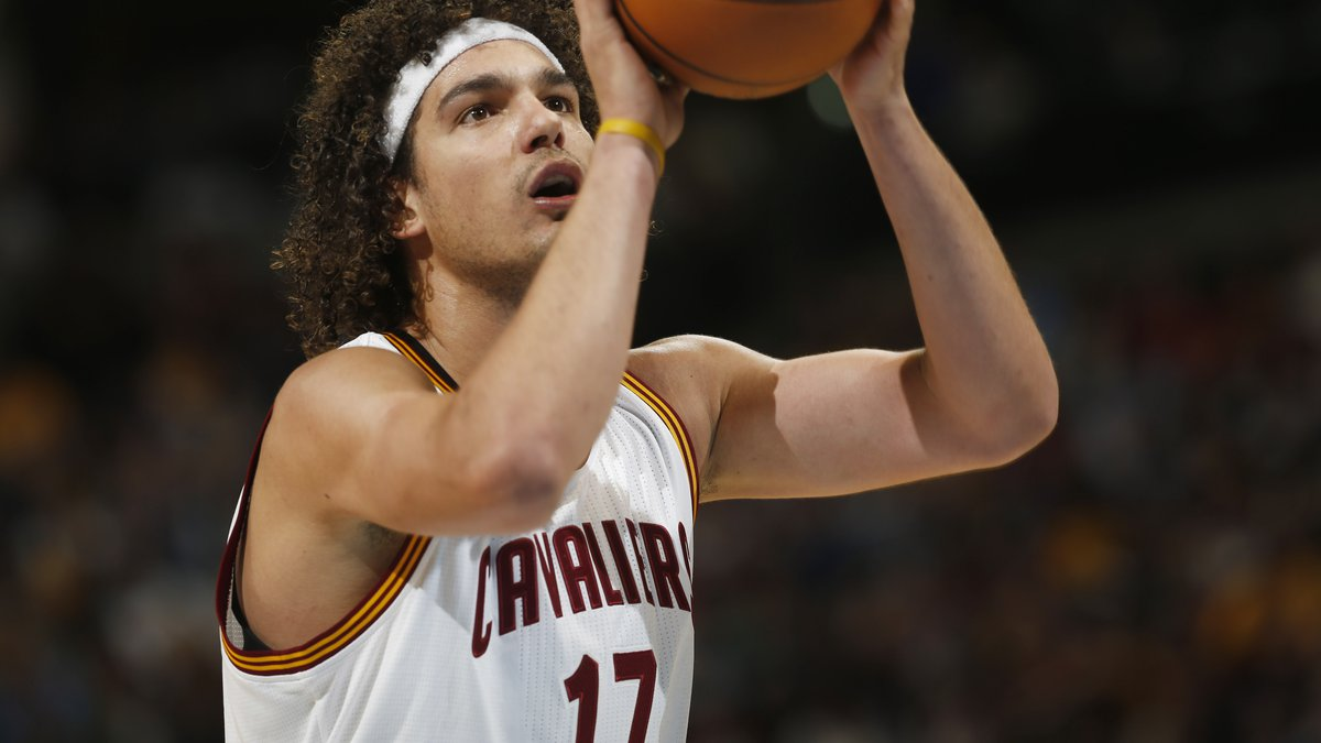Cleveland Cavaliers center Anderson Varejao, of Brazil, takes a free throw shot against the...