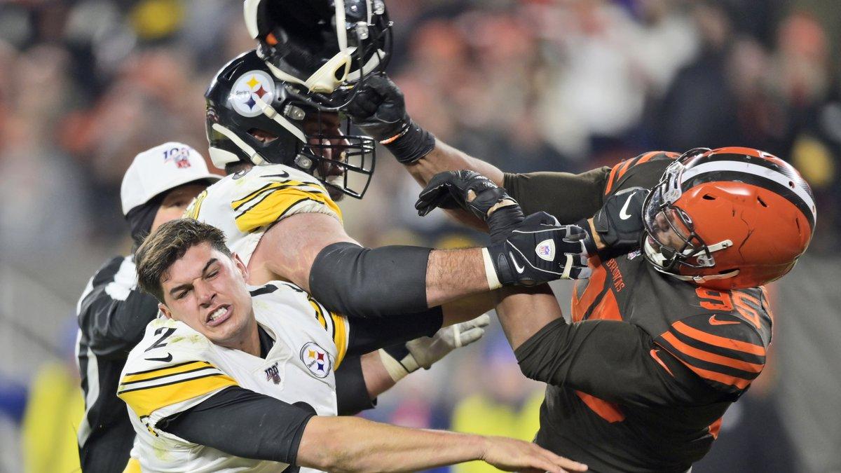 Cleveland Browns defensive end Myles Garrett (95) hits Pittsburgh Steelers quarterback Mason...