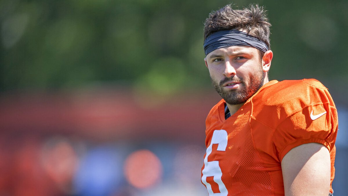 Cleveland Browns quarterback Baker Mayfield (6) stands during an NFL football practice in...