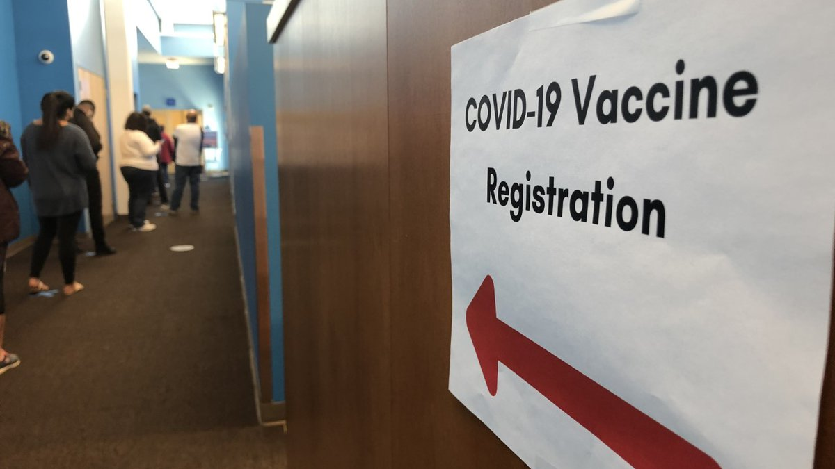 FEMA offers vaccine sign up help at a local library