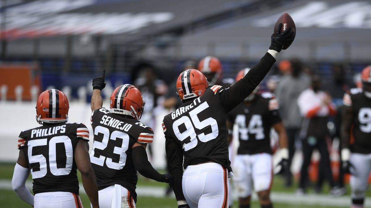 Cleveland Browns defensive end Myles Garrett (95) runs toward the bench after recovering a...