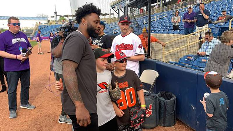 Jarvis Landry announces celebrity softball game with friends