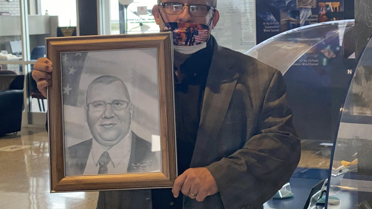 Artist Ron Moore, Jr. delivers portraits to families of fallen officers