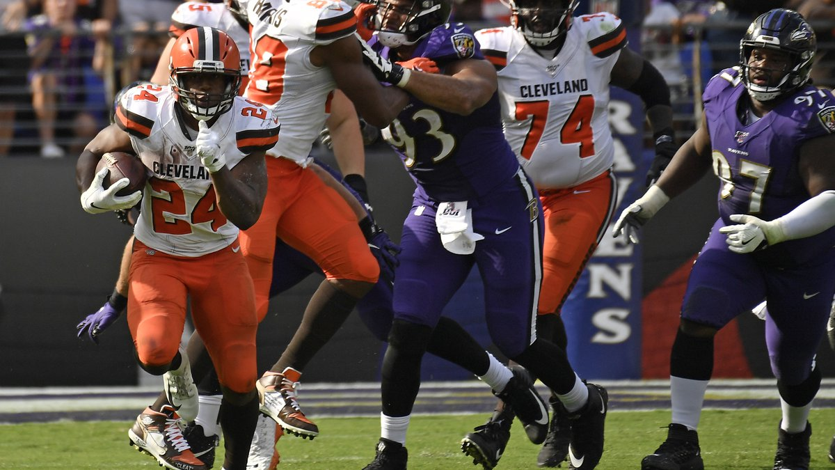 Cleveland Browns running back Nick Chubb (24) takes off for a long touchdown run against the...