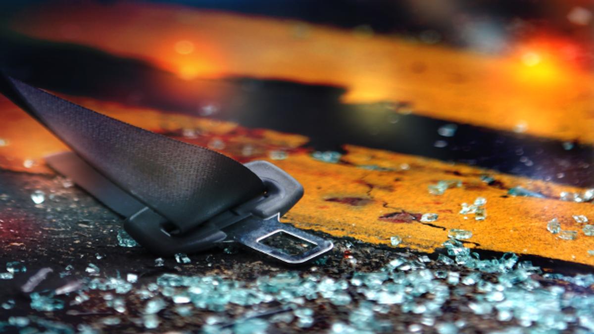 52-year-old man dies in single-car crash in Wayne County, OSHP says