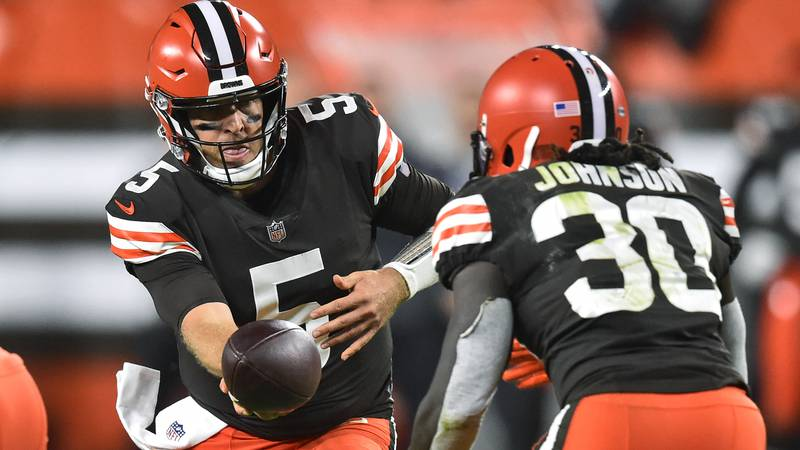 Cleveland Browns quarterback Case Keenum (5) hands the ball off to running back D'Ernest...