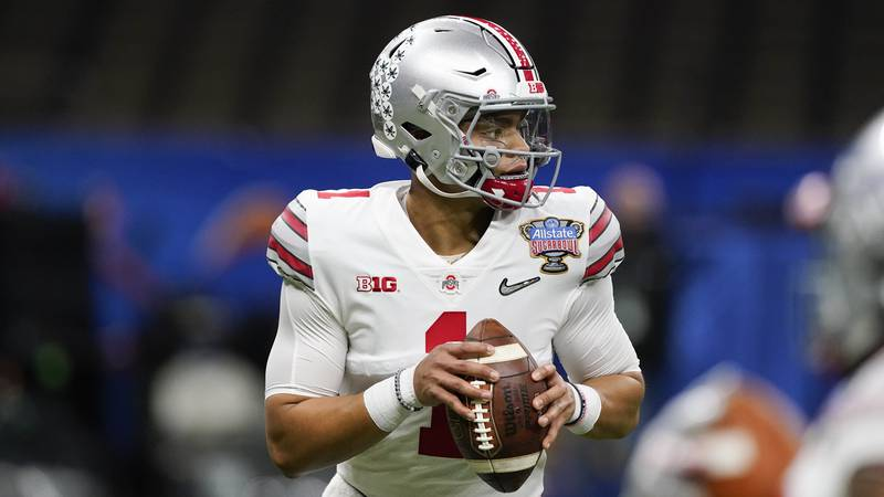 Ohio State quarterback Justin Fields warms up before the Sugar Bowl NCAA college football game...