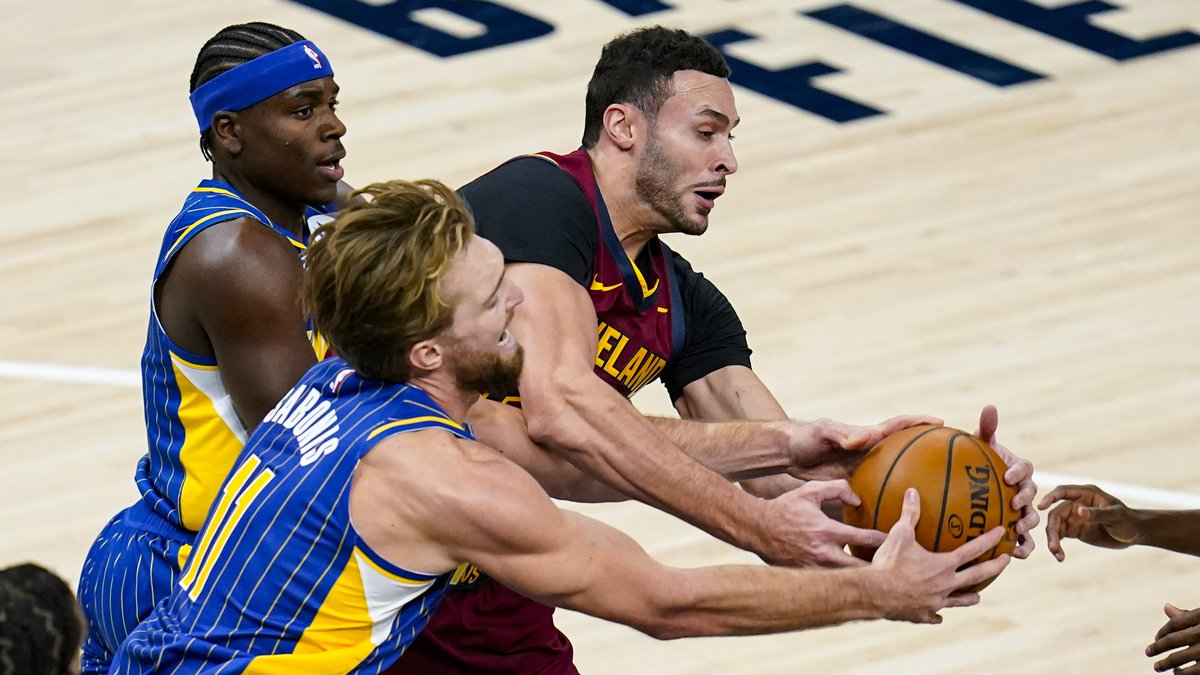 Indiana Pacers forward Domantas Sabonis (11) and Cleveland Cavaliers forward Larry Nance Jr....