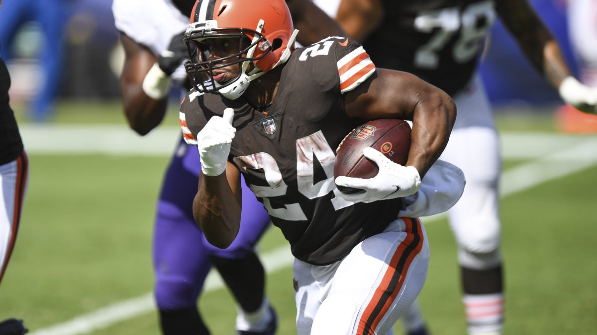 Cleveland Browns running back Nick Chubb (24) runs the ball in the second half during an NFL...