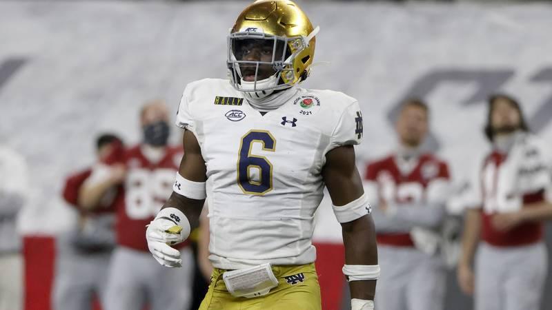 Notre Dame linebacker Jeremiah Owusu-Koramoah (6) defends against Alabama during the Rose Bowl...