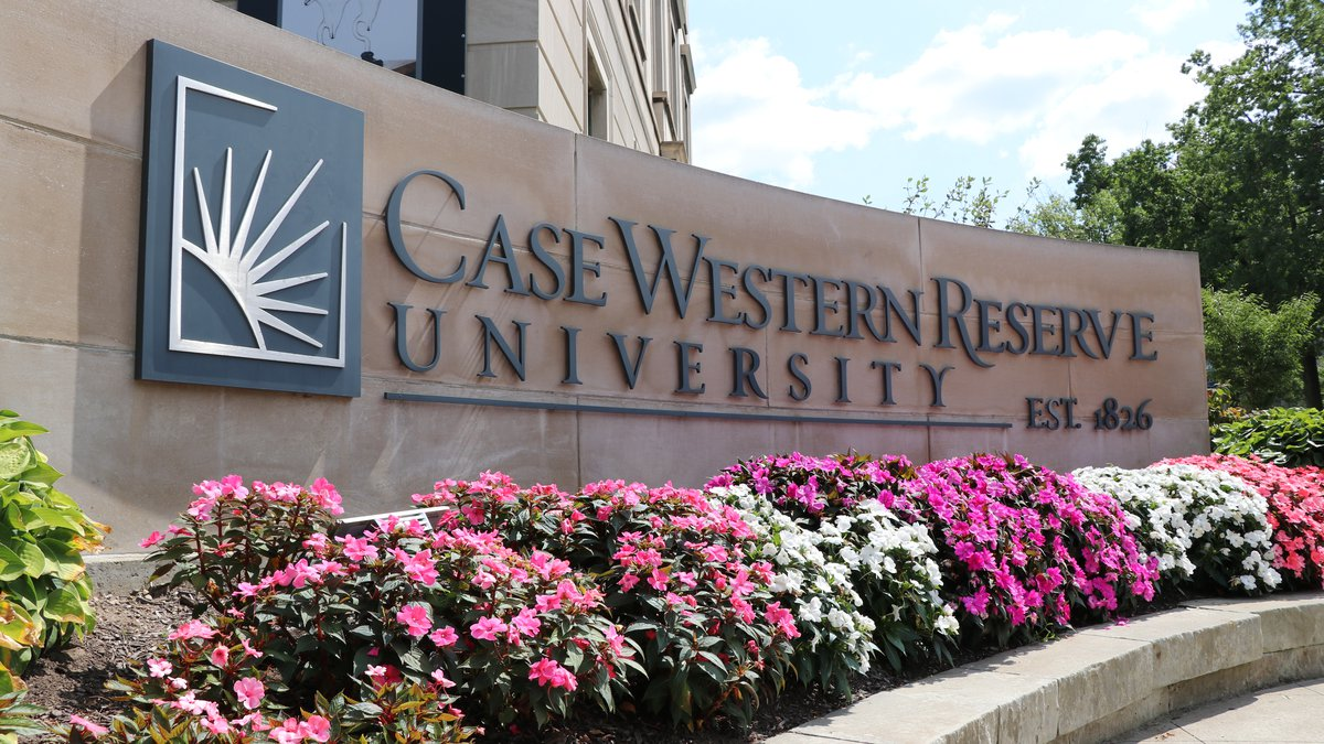 Case Western gives all-clear after man robbed at gunpoint near campus