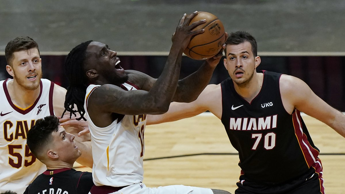 Cleveland Cavaliers forward Taurean Prince (12) drives to the basket as Miami Heat guard Tyler...