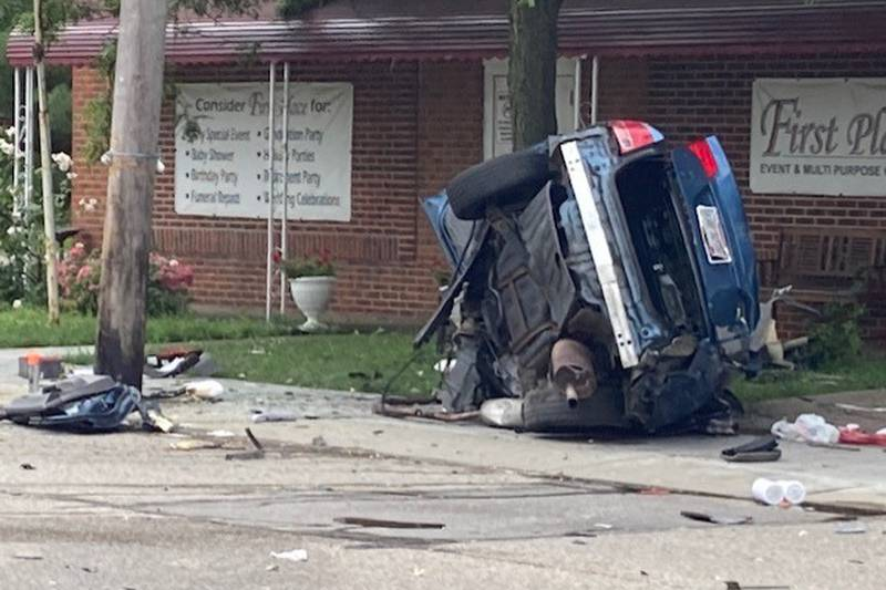 2 killed, 1 injured in high-speed crash in Maple Heights