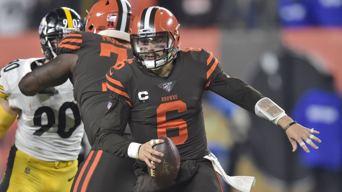 Cleveland Browns quarterback Baker Mayfield (6) scrambles during the first half of an NFL...