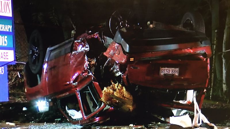 Police chase ends with crash in North Olmsted