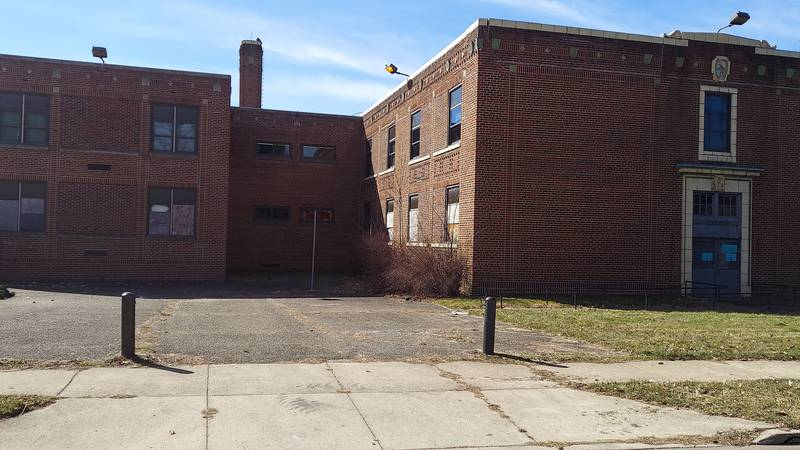 Some Akron residents want school condemned