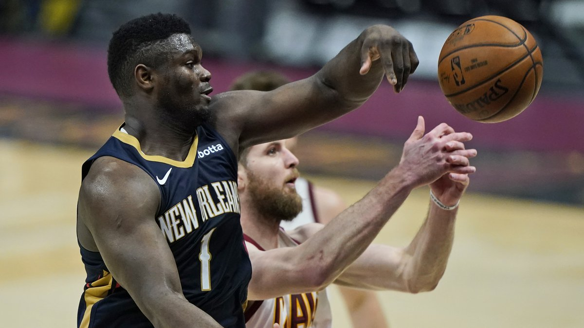 New Orleans Pelicans' Zion Williamson, left, and Cleveland Cavaliers' Dean Wade battle for a...