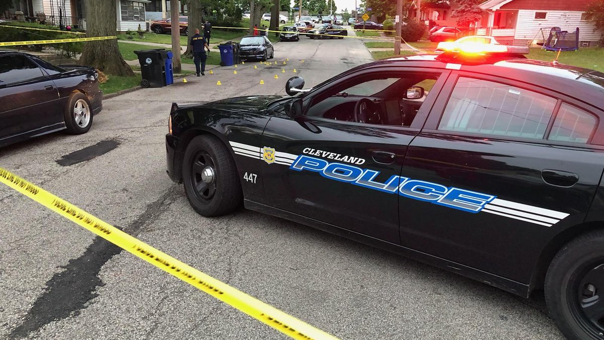 25-year-old woman shot in Cleveland