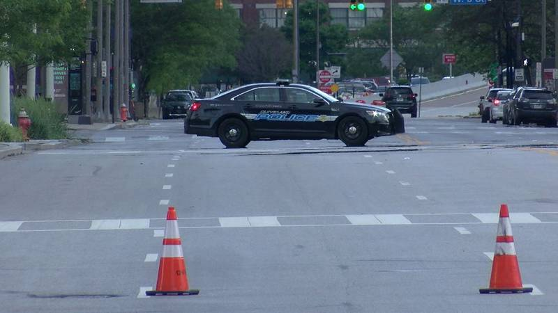 Lakeside Avenue shut down in front of Huntington Convention Center