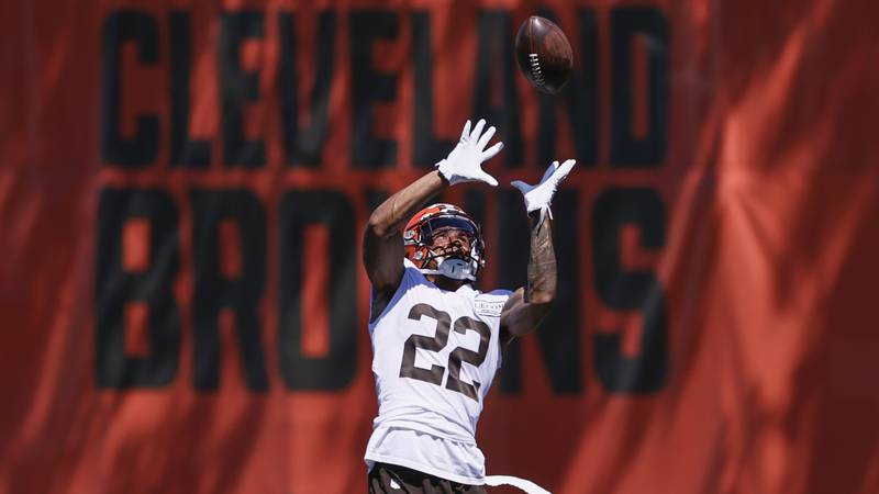 Cleveland Browns safety Grant Delpit runs through a drill during practice at the NFL football...