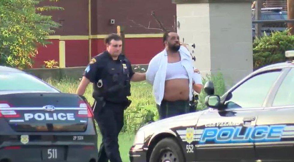 Darryl Borden arrested after shooting a Cleveland police officer.